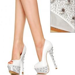 Perłowo Białe Ze Srebrnymi Ćwiekami Czółenka