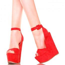 Sandały - Ogniste Czerwone Koturny z Paskiem